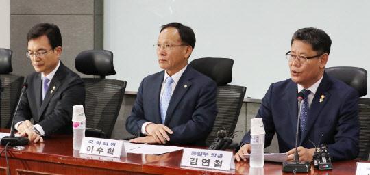 """김연철 """"정치적 상황 관계없이 북한에 인도적 지원 추진 중"""""""